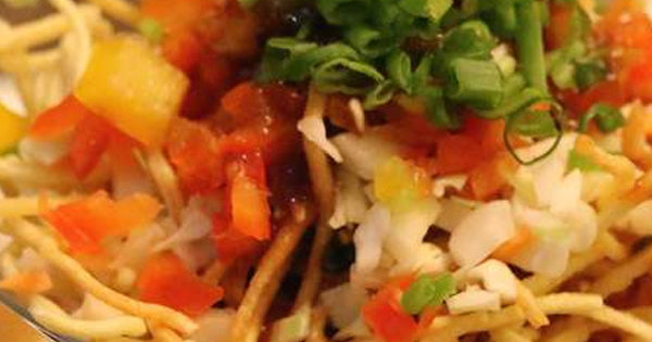 Noodle chat with Manchurian sauce